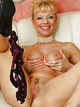shaved pussy, Tall mature babe Marylin toys her tight older pussy